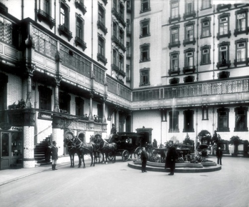 View of the courtyard of the Savoy Hotel in 1897. Image property of Westminster City Archives.