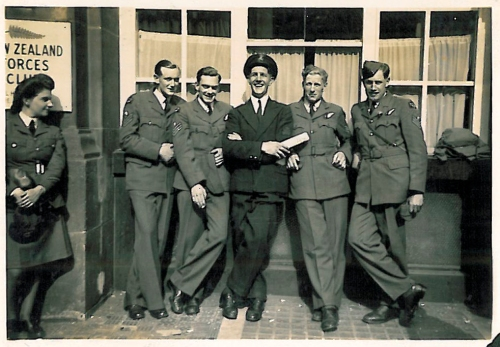 Un-named service personnel outside the NZ forces club on VE Day, 8 May 1945. Image property of Westminster City Archives