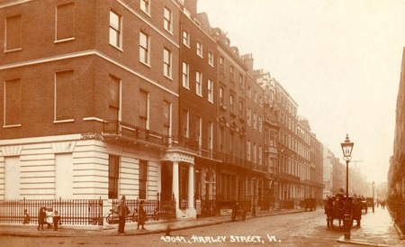 Harley Street, 1910. Image property of Westminster City Archives